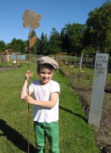 Blommor, bin & barn, 2009, konstprojekt Ockelbo Kommun, Axel och blomma, av mfj-form